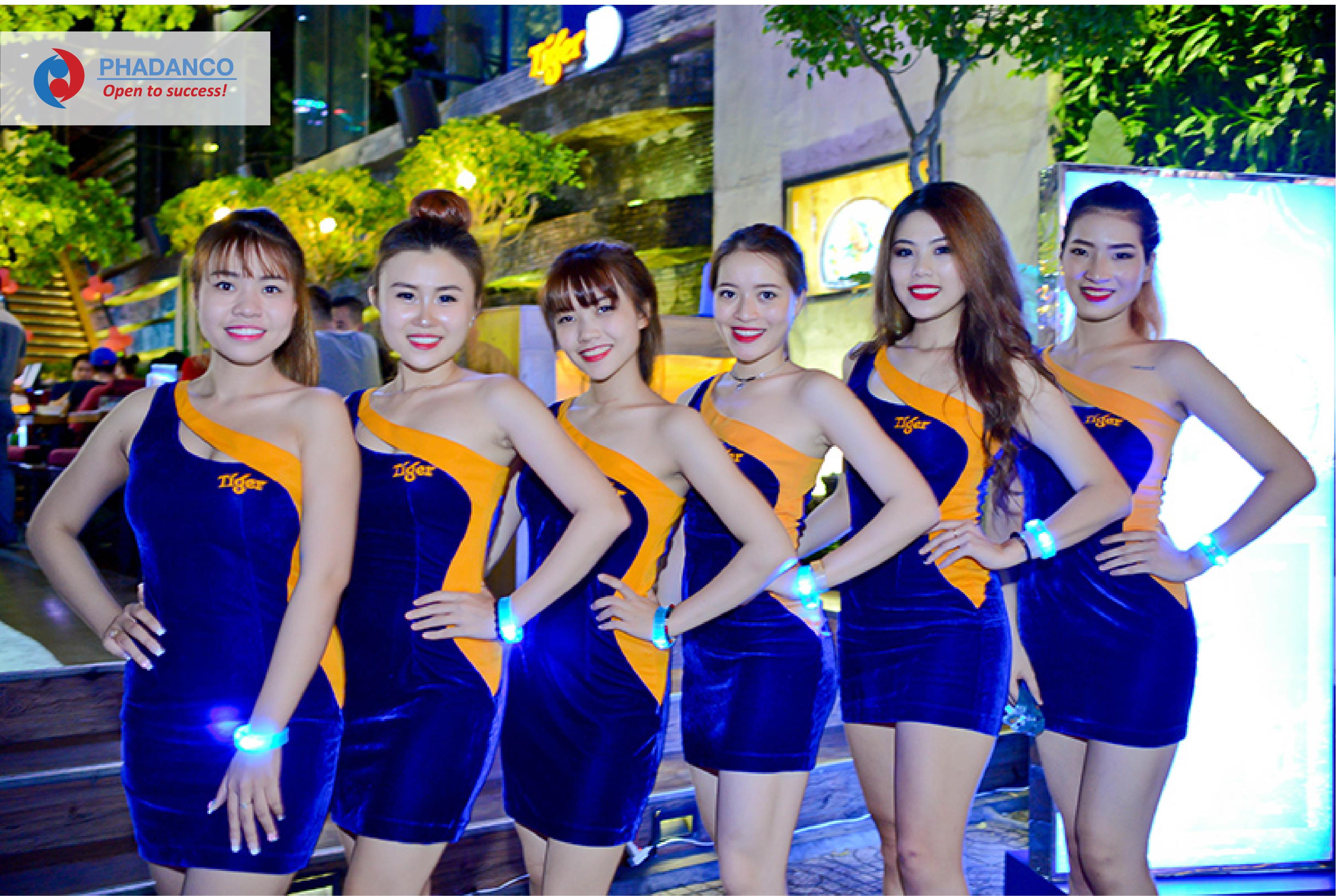 Đội ngũ PG sampling beer Tiger của Công ty Truyền Thông Phan Đăng